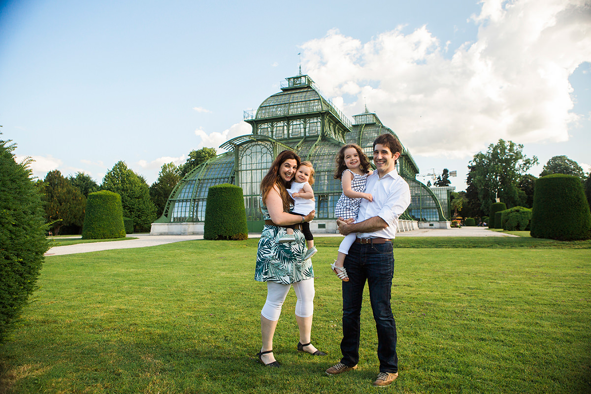 Barbar & iñigo Family photographs in Vienna